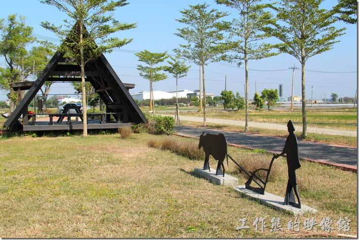 台南-土溝村。這裡也有自行車道耶,還有個休息站。