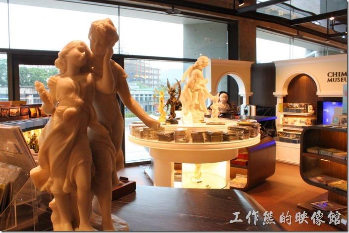 台北-誠品松菸。誠品的二樓有奇美博物館,上次在這邊買了一個馬克杯送老婆。