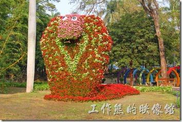 台南-2014中山公園百花祭。綠野仙蹤的獅子與蛇怪。