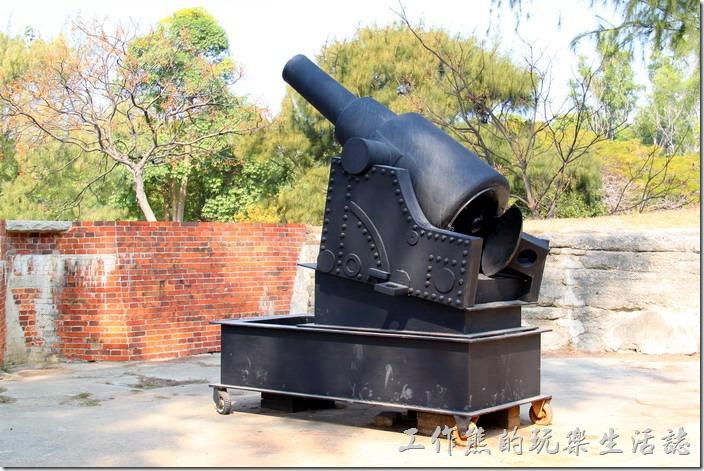 台南-億載金城。這是用來演藝大砲發射的模型樣品,一樣有三段構造,但模樣較為滑稽。
