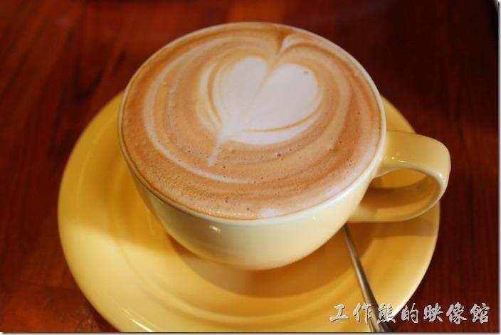 台南-PianoPiano。卡布奇諾,早午套餐可以再加NT60元,喝起來順口,有點淡又不是很淡的咖啡香。