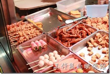 花蓮-德安橋頭林家烤魷魚。這裡的鹹酥雞食材其實與一般鹹酥雞攤位沒有太大的不同,價位也還可以接受。