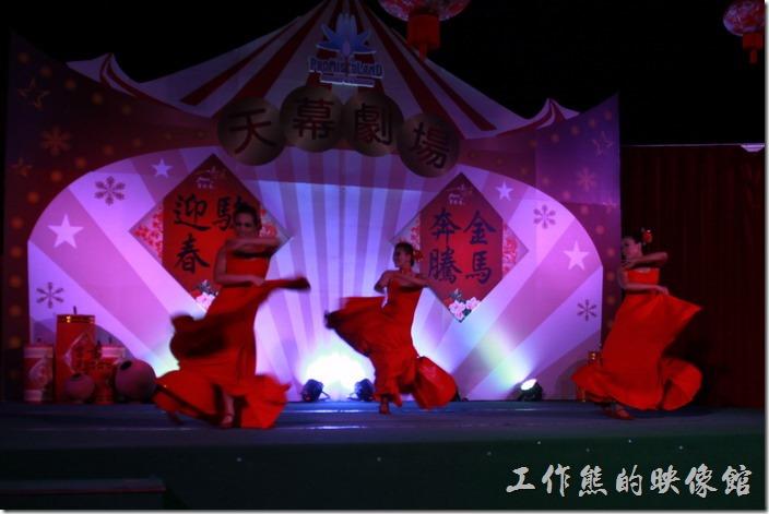 花蓮-理想大地渡假村-異國風情晚會。裙擺飛揚的西班牙佛朗明歌舞蹈。