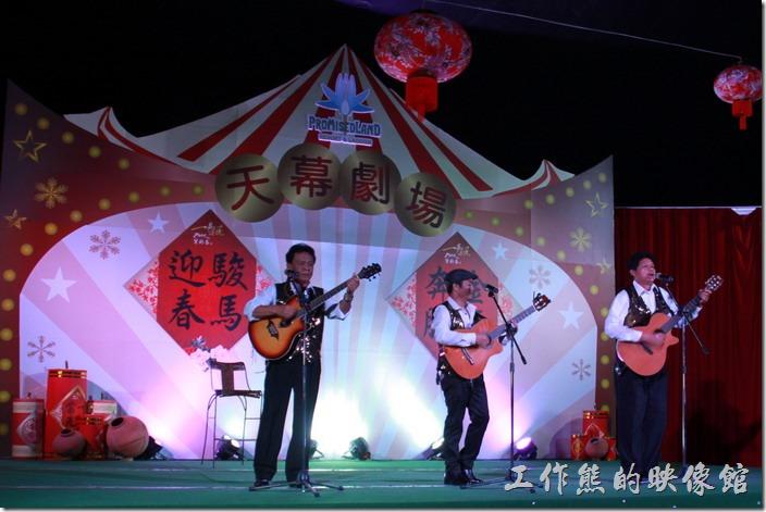 花蓮-理想大地渡假村-異國風情晚會。吉他自彈自唱,演唱西班牙歌曲。