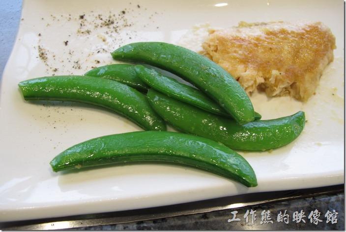 台南-上品鐵板燒餐廳。接下來是【豌豆】,這煎好的豌豆,雖然熟透,但還帶著脆度,不像大鍋炒那麼般軟爛。