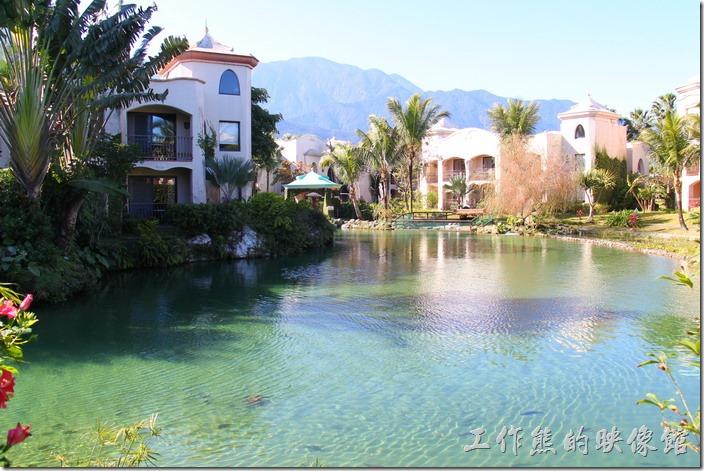 花蓮-理想大地渡假村。這裡的風景真的到處如畫,還有魚兒悠遊,不放鬆心情也難。