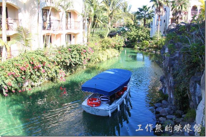 花蓮-理想大地渡假村-遊艇環河導覽。這是白天遊艇環河的景象。