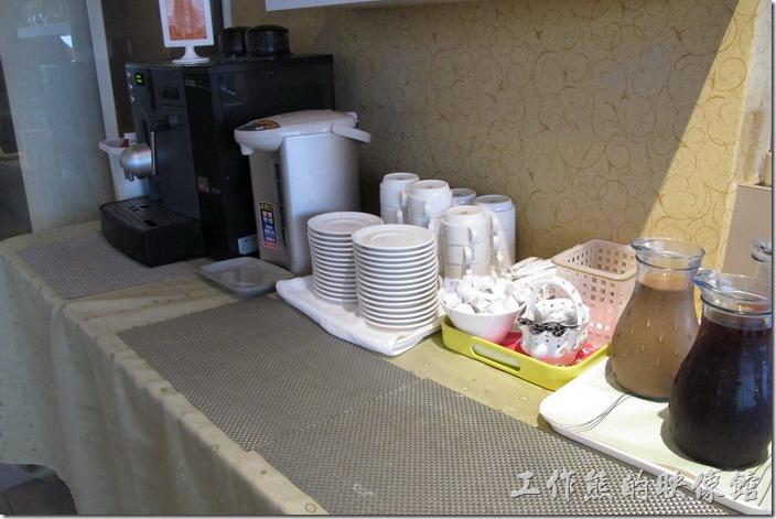 台南-上品鐵板燒餐廳。一旁還有咖啡及冷飲可以食用。