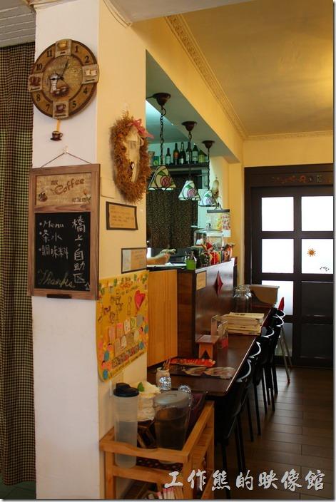 台南【bRidge+,橋上看書】的廚房。