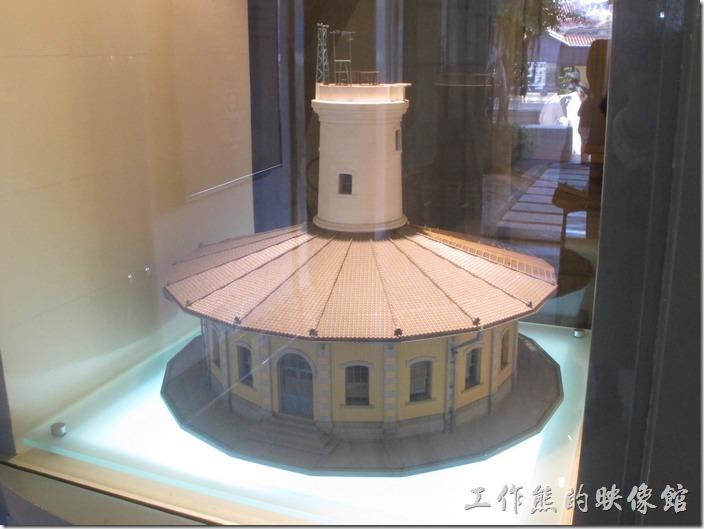 台南「南區氣象站」可以免費入內參觀,一進入大門有個按照比例一模一樣的建築模型,可以清楚的欣賞其圓形的建築。