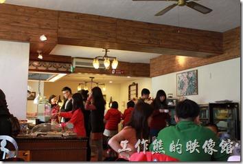 花蓮-理想大地渡假村-里拉西餐廳內的裝潢也是採白牆與原木的色系裝潢。