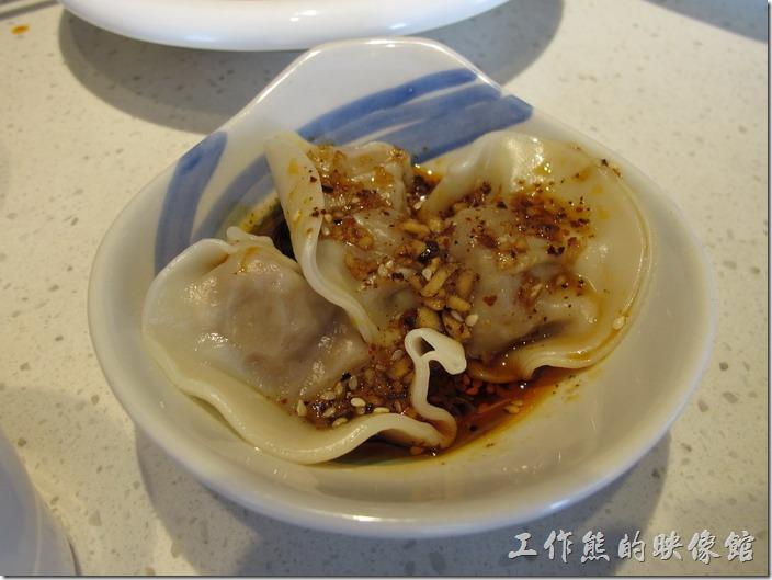上海-望湘園。鍾水餃(一份3顆),RMB6。就是很普通的水餃,特別的應該是其辣醬汁。聽大陸朋友說,這鐘水餃是四川很著名的小吃,內餡使用豬肉,不家其他的蔬菜,食用的時候淋上紅油,微甜帶鹹,外加辛辣滋味。