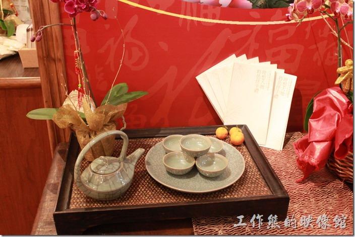 花蓮-理想大地渡假村中餐廳。結帳櫃台前的擺飾。