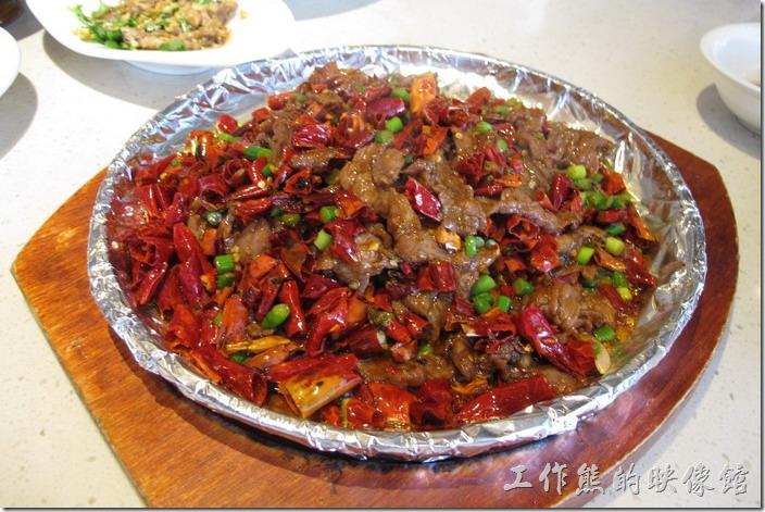 上海-望湘園。十里香牛肉,RMB49。好大一盤,跟辣子雞丁所使用的辣椒有得拼,但這牛肉加有「孜然」,所以味道稍有不同,牛肉鮮甜好吃。