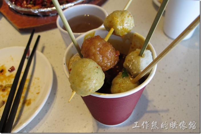 上海-望湘園。這「女朋友的菜」每一串的中間一顆都是紅燒的,不知道有何特別的意義。