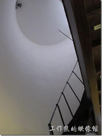 『南區氣象站』的中央塔樓有圓形的迴旋樓梯可以上去,不過現在封閉,禁止遊客進入。