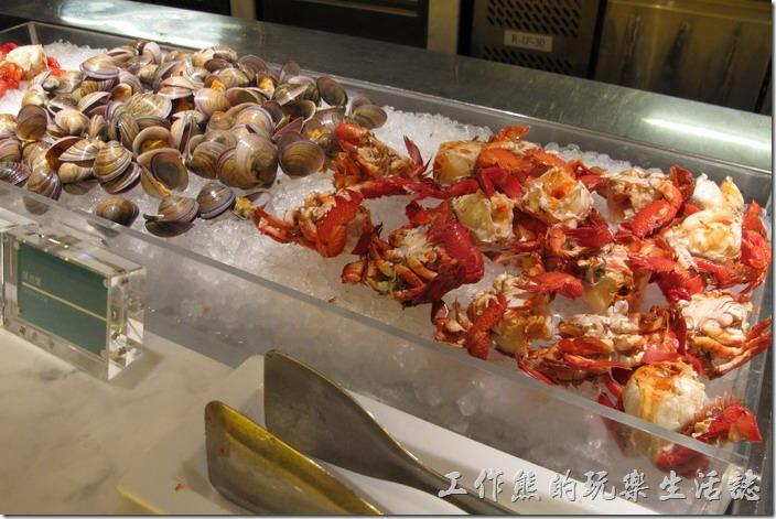 台北-寒舍艾美-探索廚房。螃蟹與蛤蜊清蒸後冰鎮。