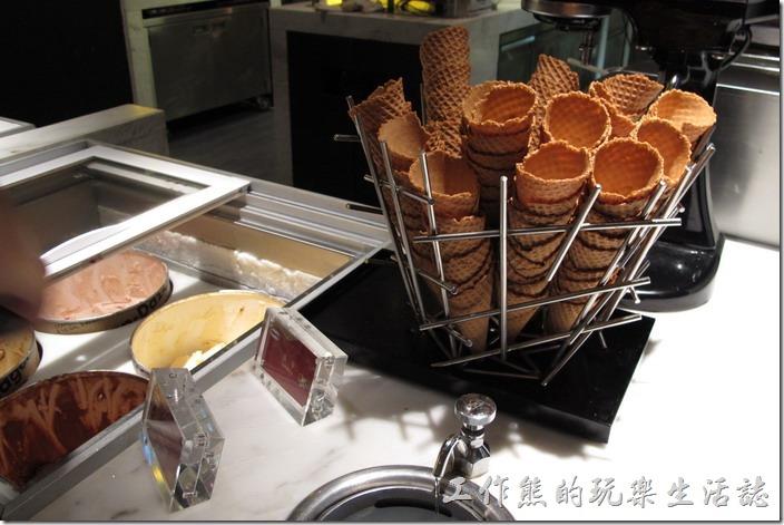 台北-寒舍艾美-探索廚房。冰淇淋有哈根達思與另外一種。