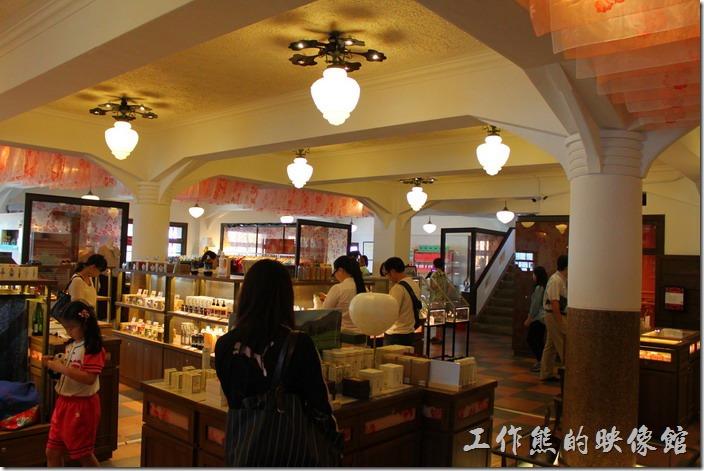 台南-林百貨重新開幕。台南林百貨三樓的陳列。