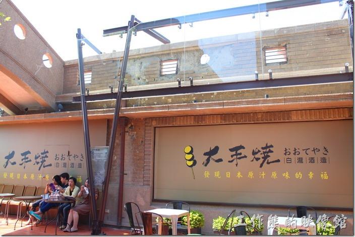 台南林百貨頂樓上有二戰時期美軍轟炸的遺跡保留,見證當年的無情歲月。