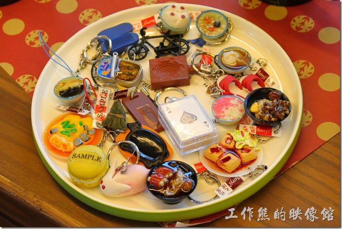 台南林百貨六樓樓梯間的HAYASHI Shop,各式各樣食物的鑰匙圈。