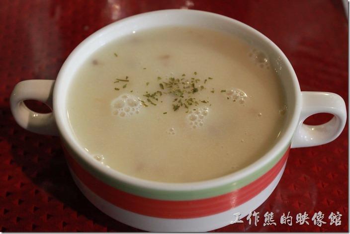 台南-栗子咖啡。這是早午餐D套餐的當日例湯,這個是玉米濃湯。