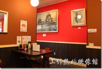 日本北九州,熊本拉麵こむらさき本店。「熊本拉麵こむらさき本店」店內的環境。