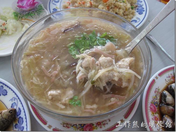 台南-和樂食堂。紅燒魚刺羹,這個就是辦桌菜,不錯吃。