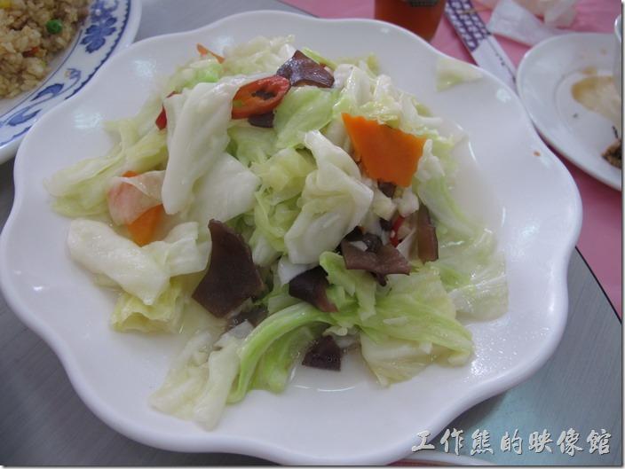 台南-和樂食堂。炒高麗菜。這盤高麗菜只能說普通,就是家常菜。