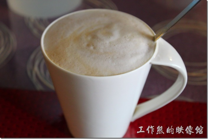 台南-栗子咖啡。這裡的原味拿鐵的奶味稍重,比較適合剛開始喝咖啡的朋友。