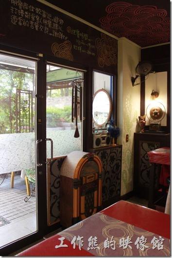 台南栗子咖啡店內的裝潢及景色。