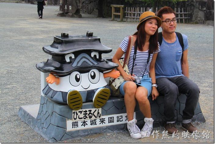 日本北九州-熊本城。趕快來跟熊本城玩偶拍張照片。