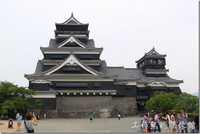 日本北九州-熊本城。這大小天守閣的正前方也得拍一張留念。