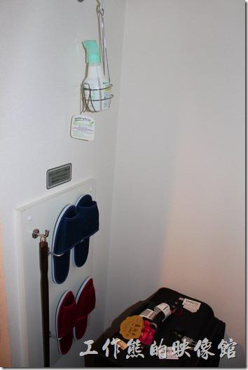 【博多祇園Hotel dormy inn】的早餐客房內有提供拖鞋、鞋拔、芳香劑(噴在鞋子內除臭用的)。