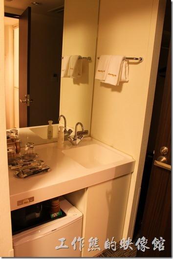 日本大部份的飯店內都會提供可以飲用的自來水,不過建議還是燒開比較好。