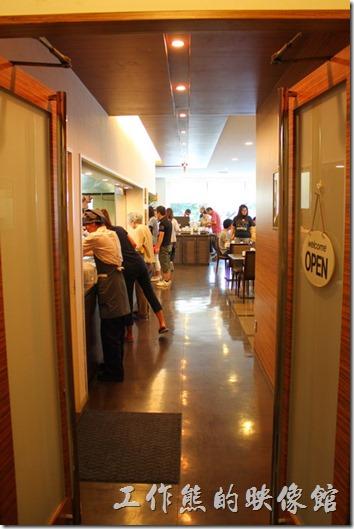 【博多祇園Hotel dormy inn】的早餐的餐廳在二樓,對面則是澡堂。