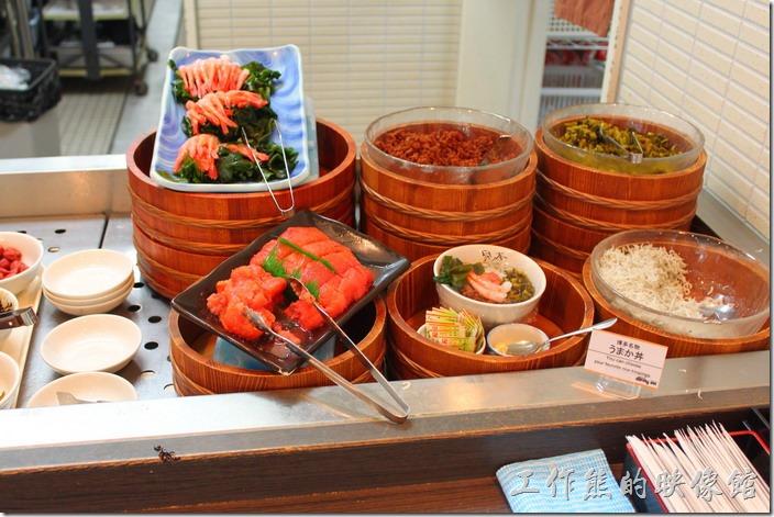 【博多祇園Hotel dormy inn】的早餐,這裡也有各式的醃漬物可供選擇,我喜歡這裡的蝦子料理。