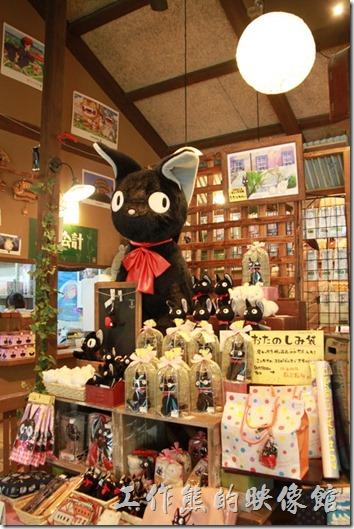 日本北九州-由布院-榛果之森。好多的魔女宅急便的黑貓喔!