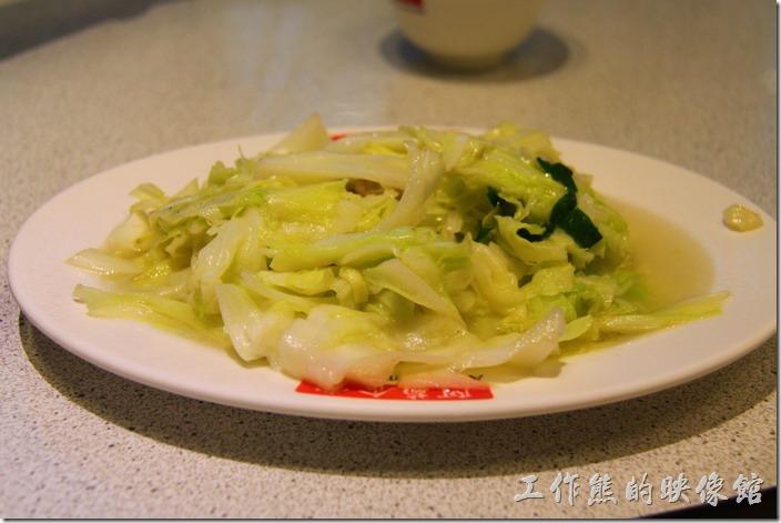 台南-阿菊食堂。炒高麗菜(小),NT$100。對這道高麗菜沒什麼特別印象,就是中肯吧!
