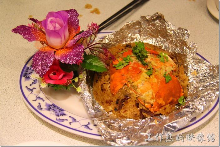 有點偏僻的辦桌台菜「阿菊食堂」,紅蟳米糕。