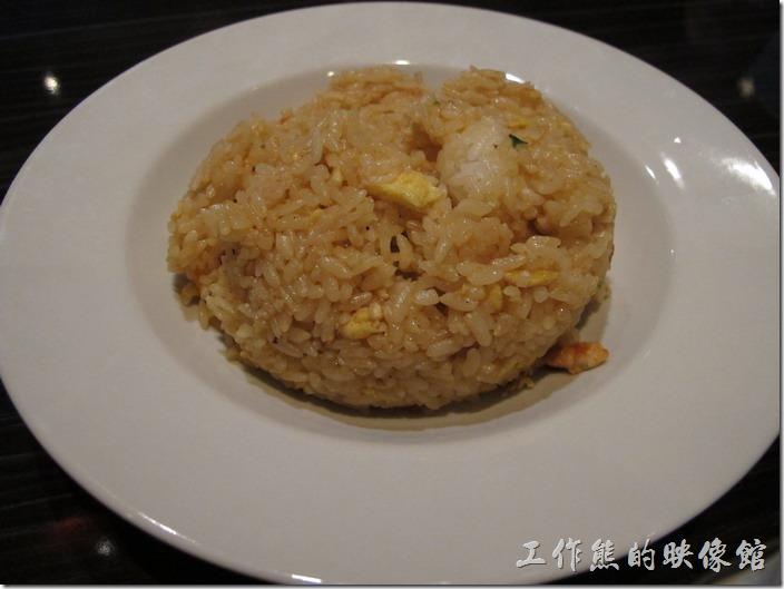 美國-路易斯威爾(Louisville) Sake Blue日本料理。Chicken fried rice(雞肉炒飯),US$6.0。好小一盤,雞肉也只有幾條,如果非吃炒飯不可的,個人見一跳過去,這是因為看了老美的評論說好吃才點的,看來東西方的口味大不同啊。