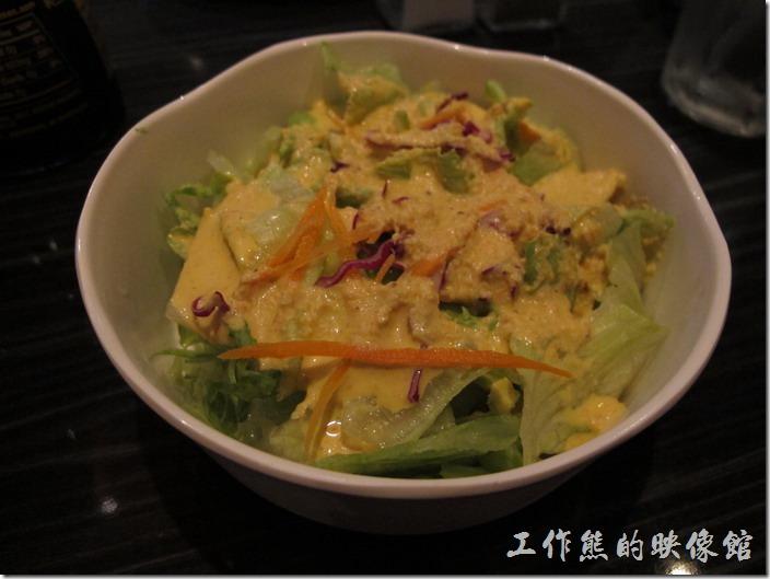 美國-路易斯威爾(Louisville) Sake Blue日本料理。點了綜合壽司之後,這盤生菜沙拉(House Sala)就是附送的,原來的定價US$2.5。