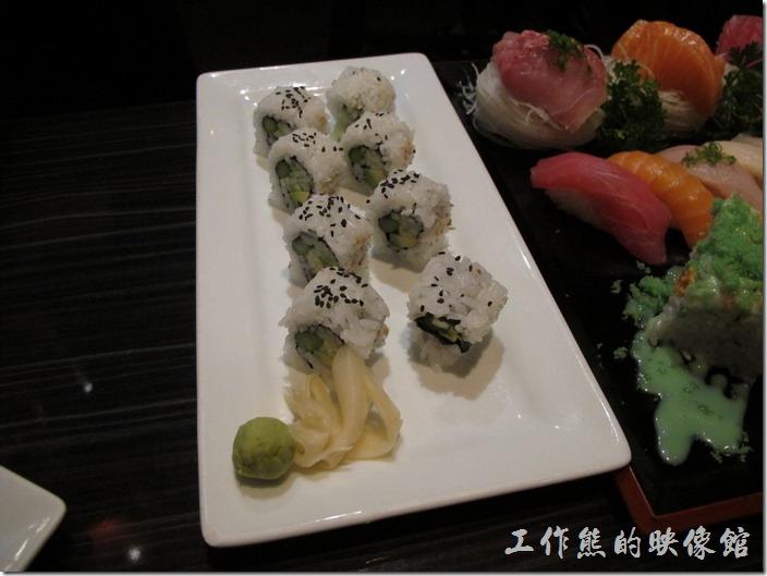 美國-路易斯威爾(Louisville) Sake Blue日本料理。AAC roll (Cucumber, avocado & asparagus),US$8.0(黃瓜,酪梨和蘆筍)。