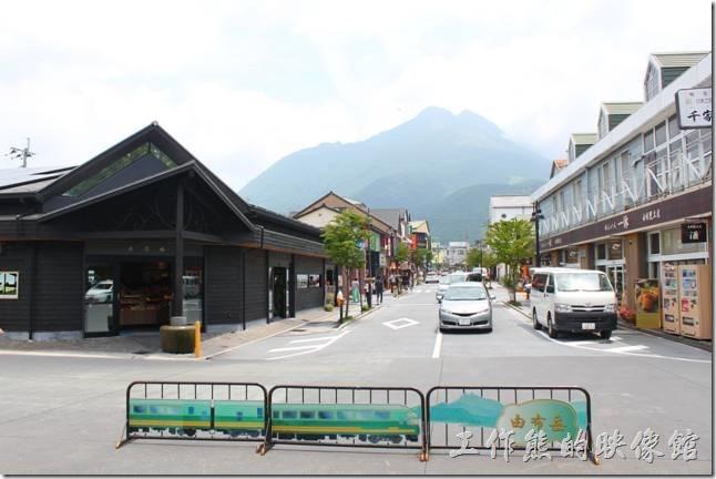 首先來張從由布院車站看出去的景色,順帶一提眼前的這座山當地人稱為由布岳。