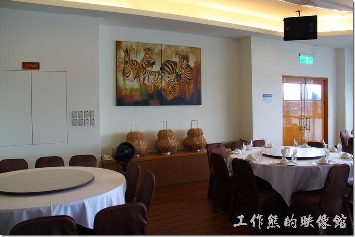 南投日月潭-映涵飯店景觀餐廳的內部裝潢。
