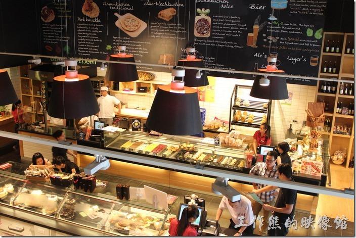 台北-溫德德式烘培餐館(內湖店)。一樓挑高空間。