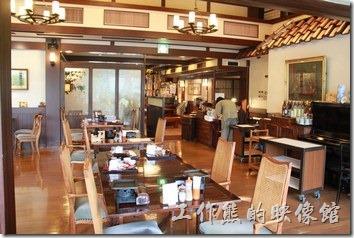 日本北九州-由布院-彩岳館。這個是一樓餐廳及大廳的景色。