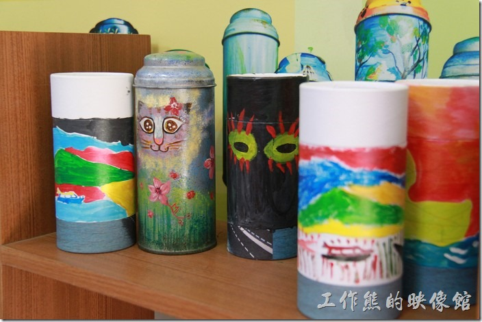 台中日月潭-和菓森林揉茶。這些是別人的茶葉罐彩繪的作品。