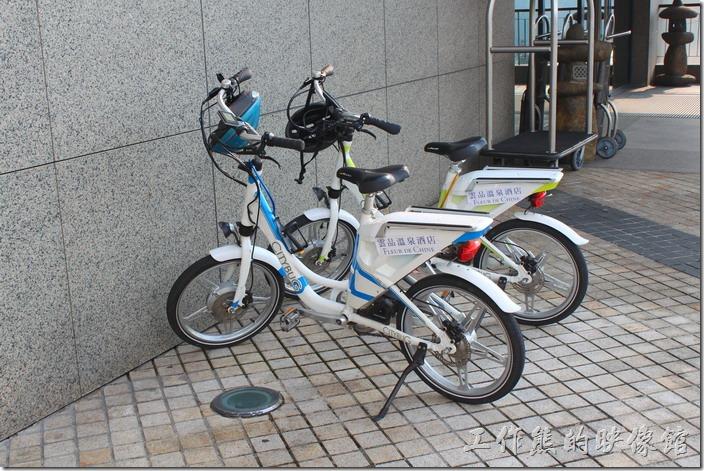 雲品飯店有電動腳踏車可以租借,費用2個小時NT250+10%,每多一個小時再加NT150+10%,逛日月潭應該是蠻方便的,但是有點小貴。