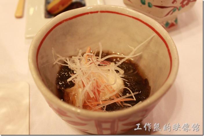 日本北九州-由布院-彩岳館。10. 酢物─有赤貝及山藥泥,用水雲(海藻)沾醬。